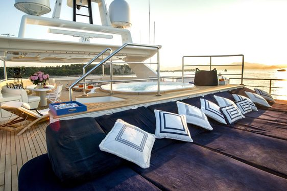Charter Yacht MISCHIEF Offers 20% Rate Reduction In The Bahamas This March