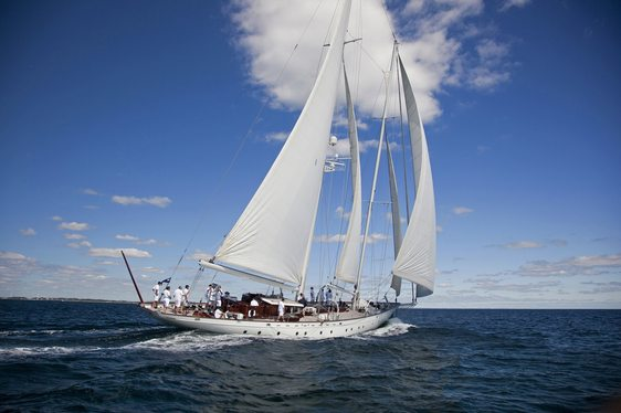 Sailing yacht Gloria cruising in Caribbean waters on charter
