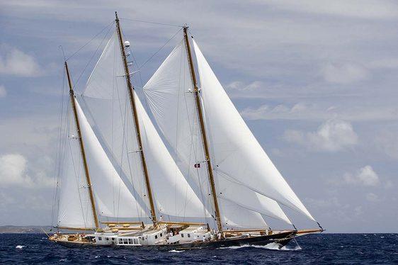 Charter yacht Fleurtje sailing in open water