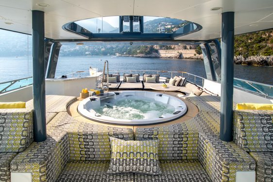 Jacuzzi on the sundeck of superyacht ZULU
