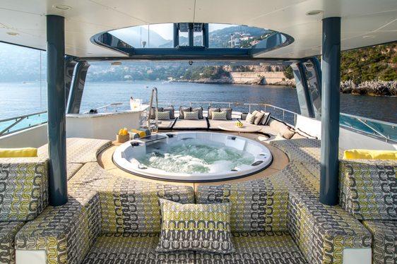 Jacuzzi on the sundeck of superyacht ZULU