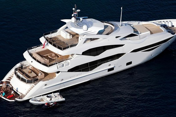 motor yacht jacozami cruising on charter in the French Riviera