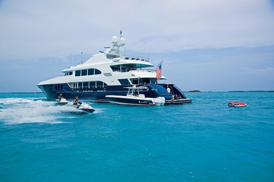 Motor Yacht COCKTAILS Lowers Weekly Base Rate for 2016