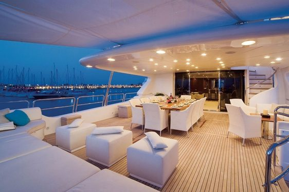 Benetti Superyacht 'Pure Bliss' Runs Special Offer on December Charters