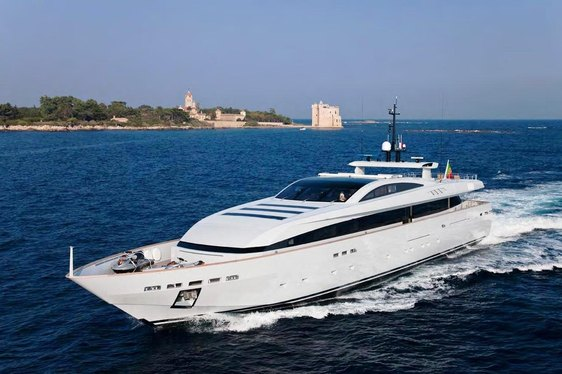 Superyacht 'APACHE II' Offers Special End of Season Charter Discount