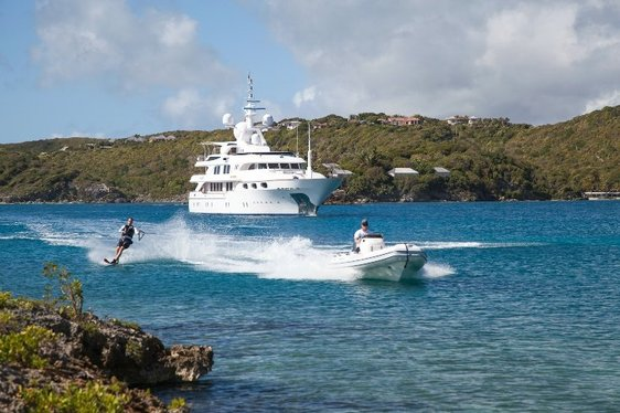 3 Key Benefits of Chartering a Superyacht with Quantum Speed Stabilizers