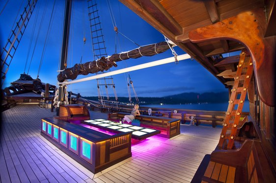 Sailing Yacht 'Dunia Baru' Reveals New Year's Availability in Indonesia