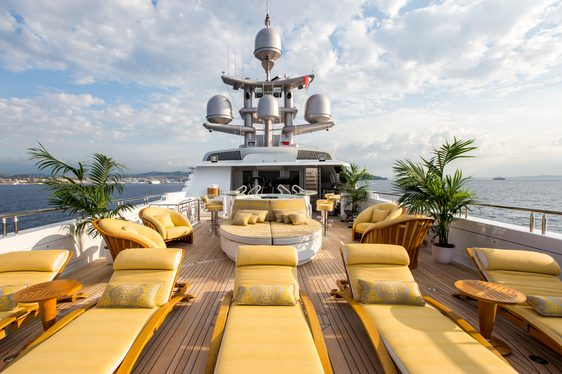 Jacuzzi with swim-up bar, loungers and sun pads on the sundeck of superyacht My Seanna