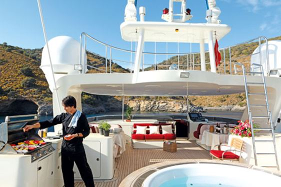 Jacuzzi and deck space on charter yacht 'Metsuyan IV'