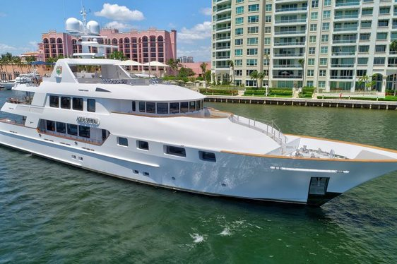 Luxury yacht AQUASITION opens for charters between New England and Florida