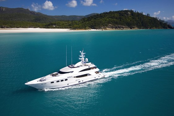 Charter yacht De Lisle III cruising in French Polynesia