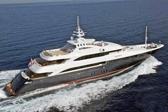 Charter yacht O'Neiro cruising in Greece