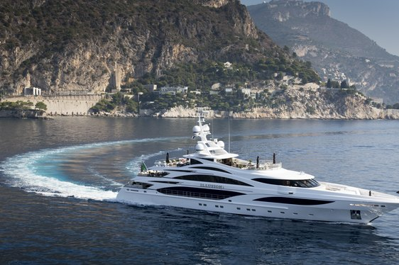 Superyacht 'Illusion V' Wins Asia Boating Award