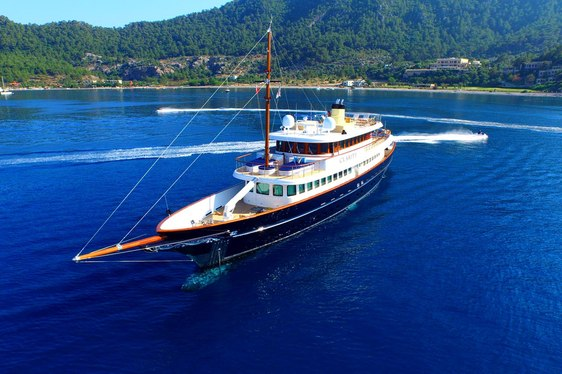 Bahamas yacht charter special: superyacht CLARITY offers unbeatable rates