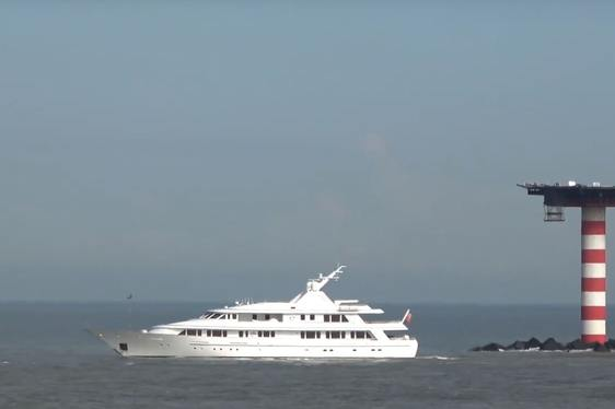 Feadship superyacht BROADWATER on the water arriving for refit