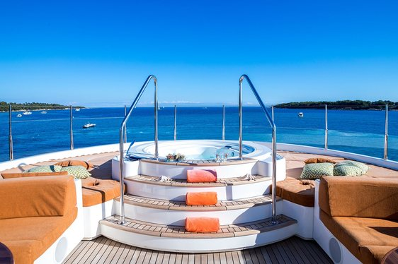 jacuzzi on the forward section of the sundeck aboard luxury yacht Avant Garde 2