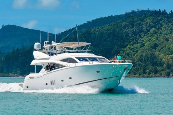 Motor Yacht ALANI Cruises the Whitsunday Islands
