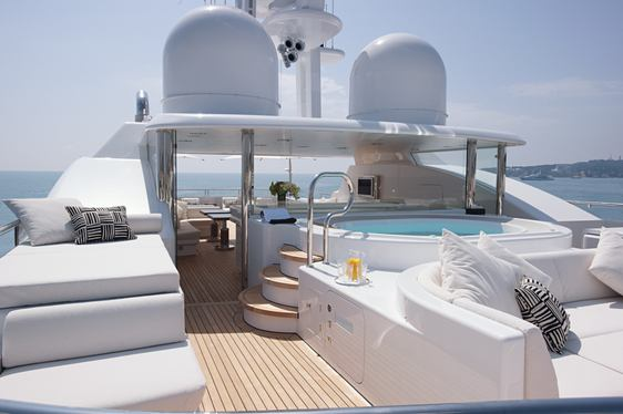 Superyacht 'Hurricane Run' Reduces Rate For Holiday Charters