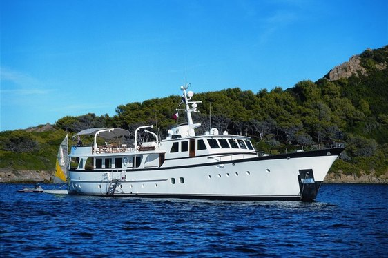 Classic Yacht 'Heavenly Daze' Available for Last-Minute Charter in the Med