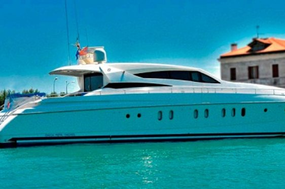 Motor Yacht Melange Reduces Rates