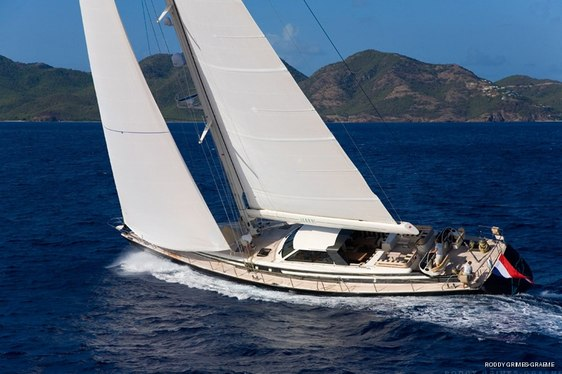 Charter yacht ICARUS sailing in the Med