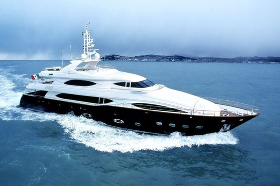 Luxury Motor Yacht SIMA Reduces Charter Rate