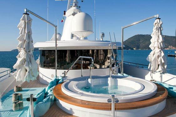 Superyacht 'Ramble On Rose' Open For Charter Over The Winter Holidays