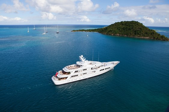 TIME-LAPSE VIDEO: Life on Board Charter Yacht MAJESTIC during a Season in the Mediterranean