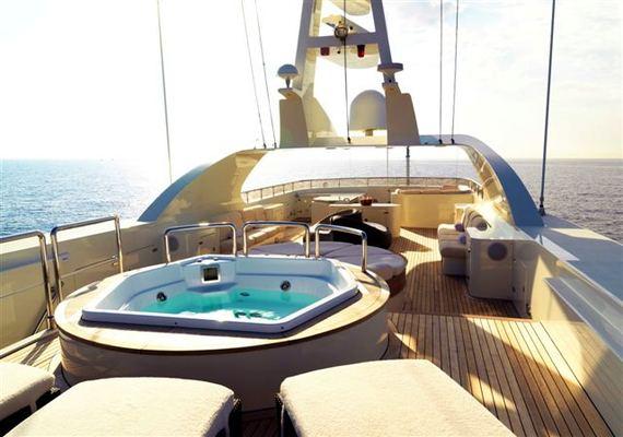 Tommy Yacht Jacuzzi