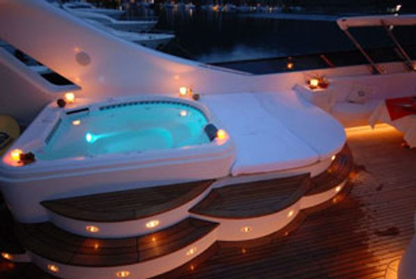Crocus Yacht Jacuzzi