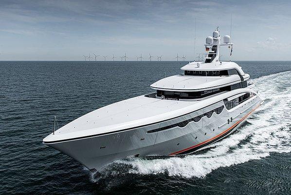 Soaring Yacht
