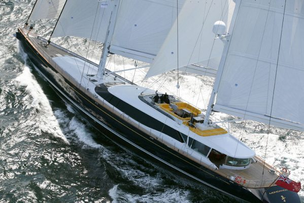 Q Yacht Running