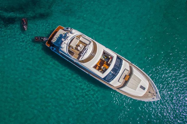 66° Above Yacht