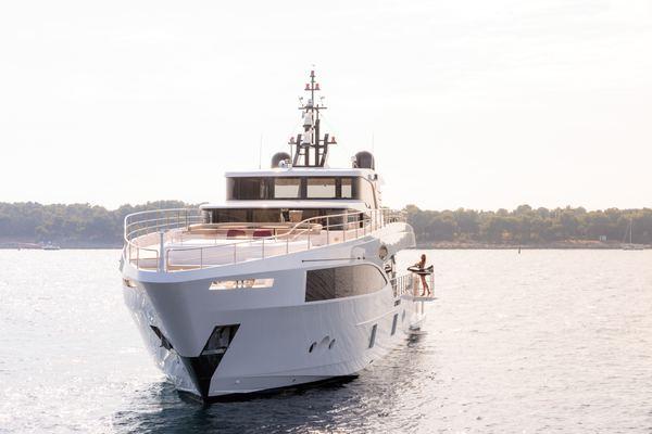 Isla Yacht