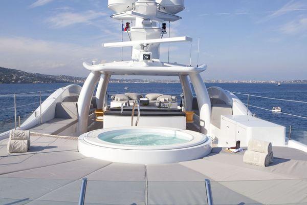 Spirit Yacht Jacuzzi