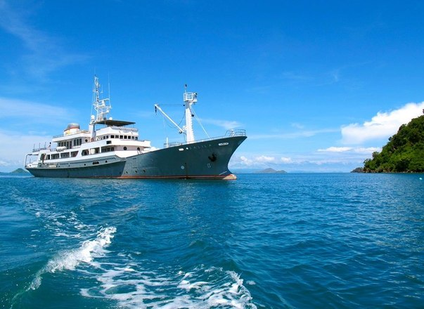 superyacht SALILA anchored on a Indonesia yacht charter