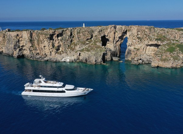 Greek yacht charter special: 25% discount offered on superyacht 'Carmen Fontana'