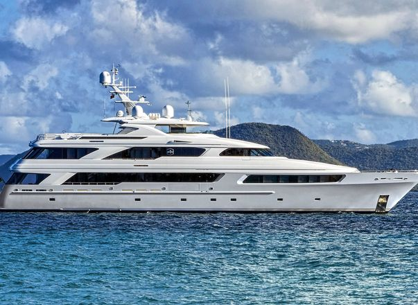 Superyacht 'Victoria Del Mar' available for Thanksgiving Yacht Charter