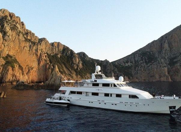 LIONSHARE superyacht cruising