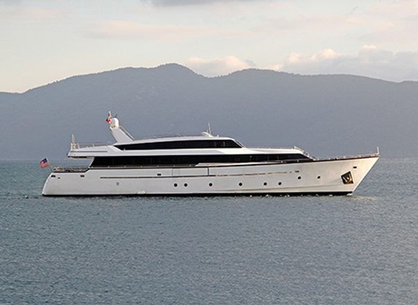 Charter yacht Nomi at anchor in Greece
