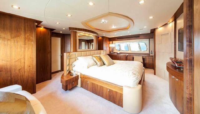 Round Midnight Charter Yacht - 8