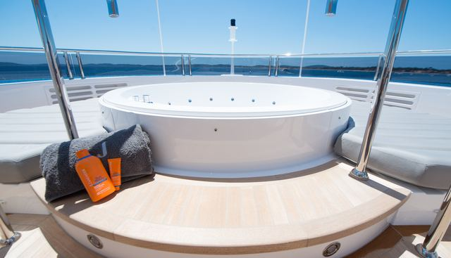 E Motion Charter Yacht - 3