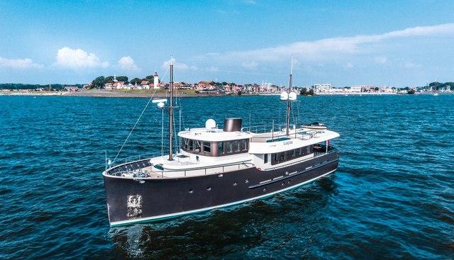 Livingstone Charter Yacht