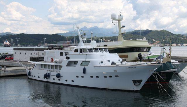 Hidalgo Charter Yacht