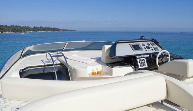 Stingray M Charter Yacht - 4