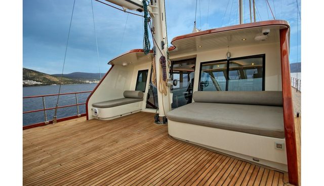 Dragon Fly Charter Yacht - 4