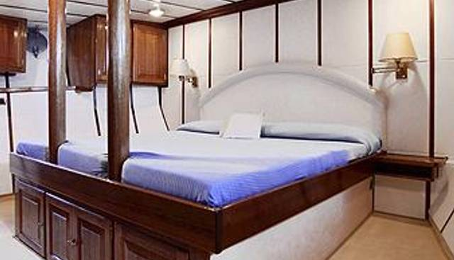 Buena Chica Charter Yacht - 7