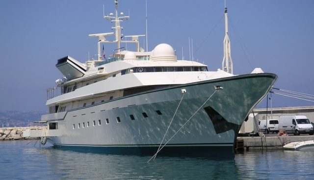 Kingdom 5KR Charter Yacht - 4