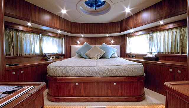 Low Profile Charter Yacht - 6