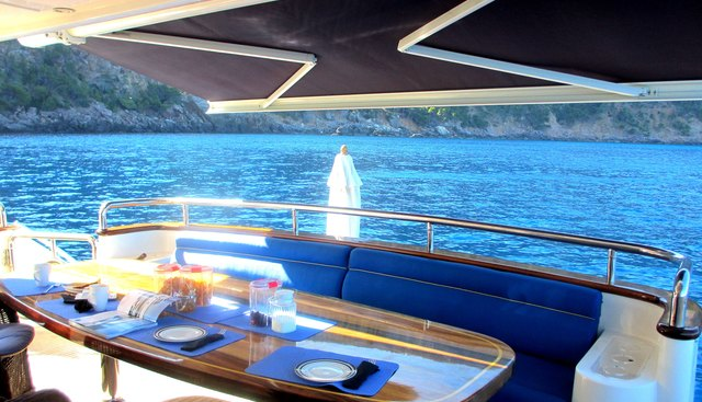 Smiles of London Charter Yacht - 4